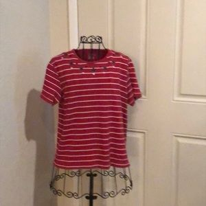 WOMANS SHORT SLEEVE PULLOVER TOP